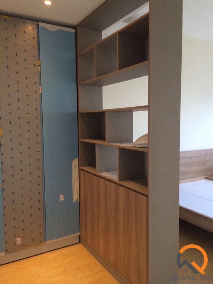 Nội thất phòng ngủ game màu trung tính.
